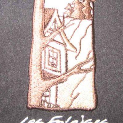 Broderie des Patriotes - Broderie Verticale - Étiquette - Les Falaises